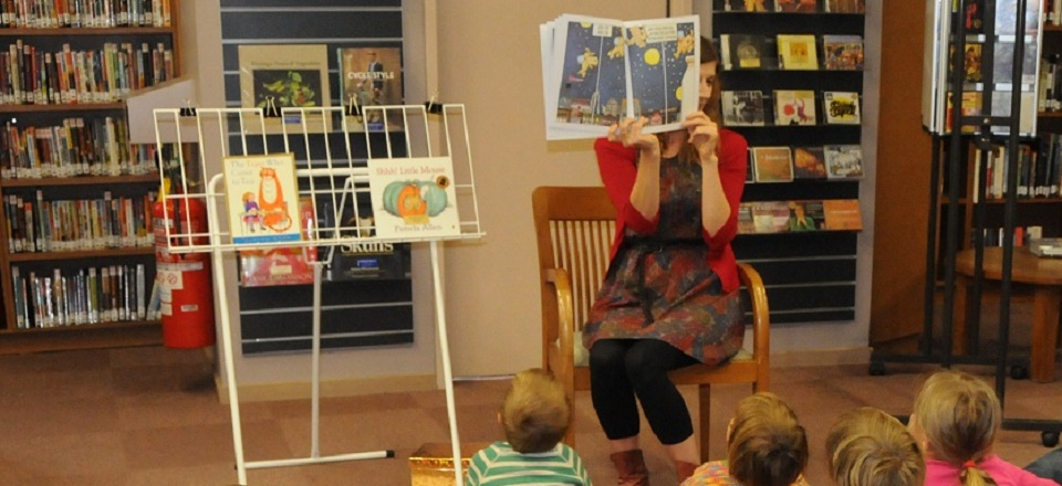 Children listen to story time at Castlemaine Library.