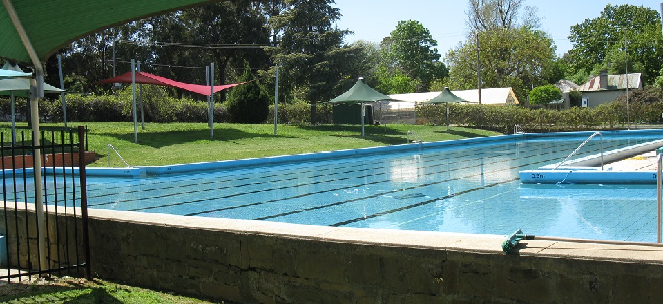 Castlemaine outdoor swimming pool