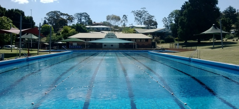 Image: Castlemaine pool image blue water  Link to child page: Castlemaine Swimming Pool